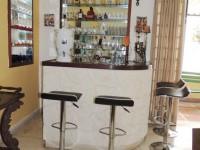 Bar ubicado en el comedor